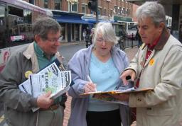 Cllrs Robin Stevens & Mike Mackrory collect petition signatures